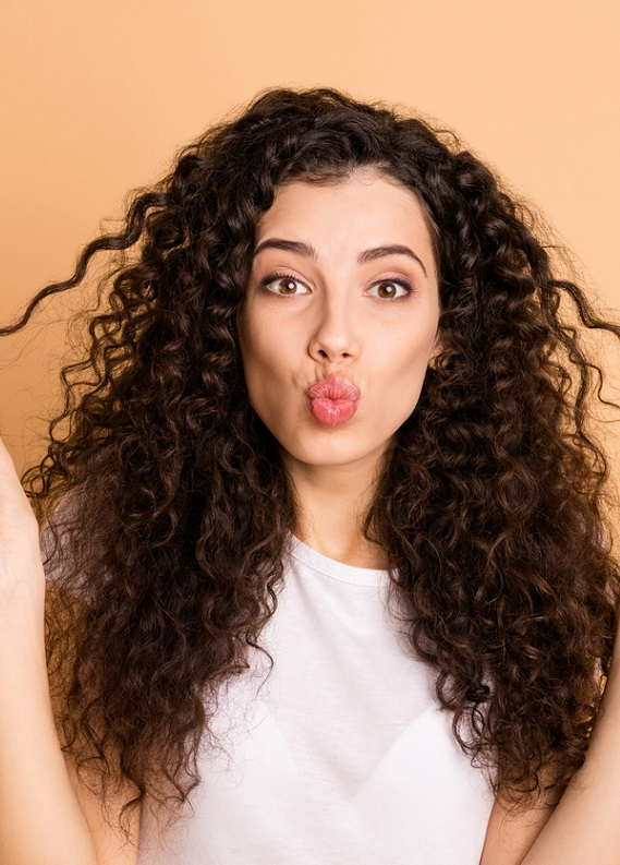 Saç Kıvırcıklaştırıcı Bakım ile Göz Alıcı Buklelere Ulaş!
