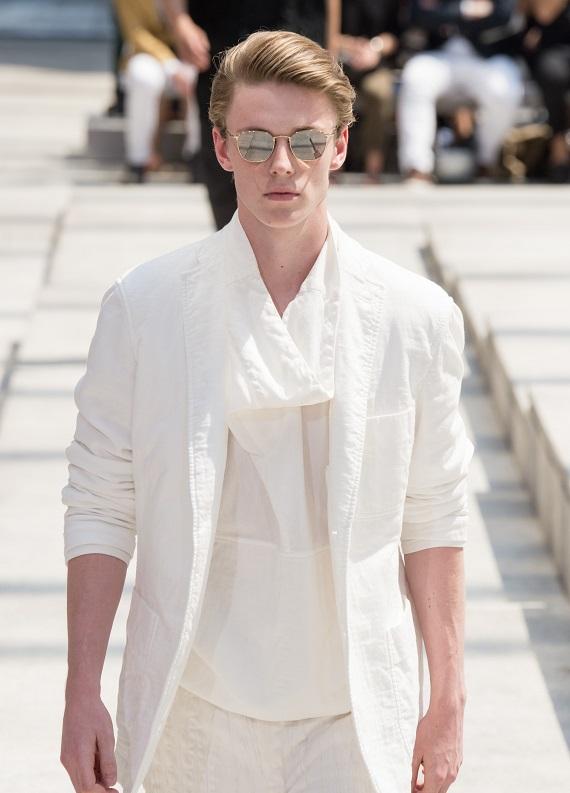 Erkek stili: Düz sarı saç modelleri