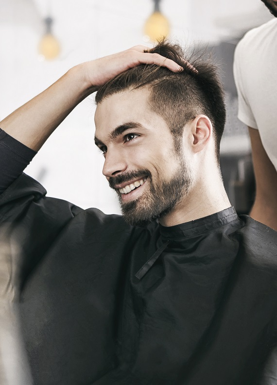 Saç ve sakal tıraşıyla bambaşka görünüme kavuşan 12 erkek