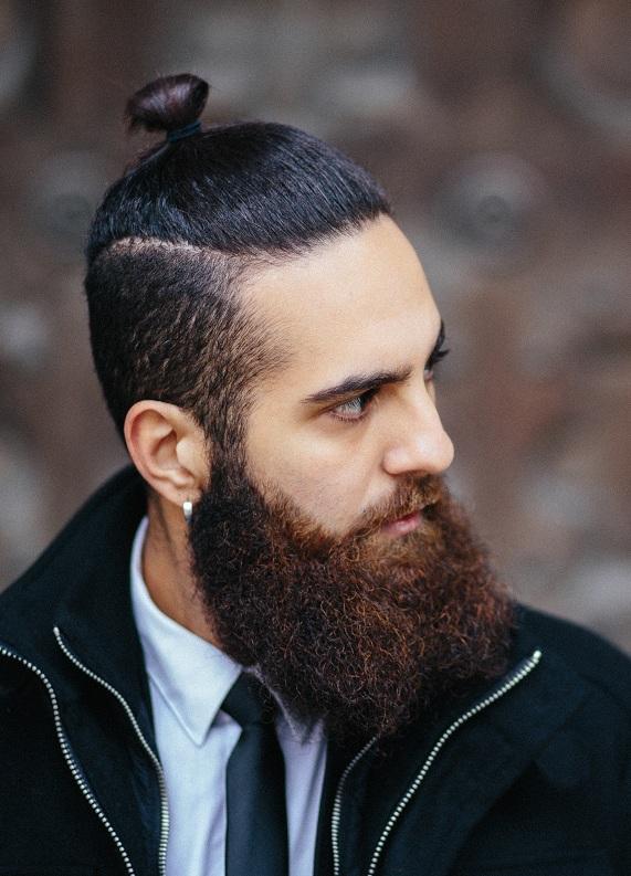 Uzun saçlı erkeklere özel: 5 adımda yarı toplu saçlar