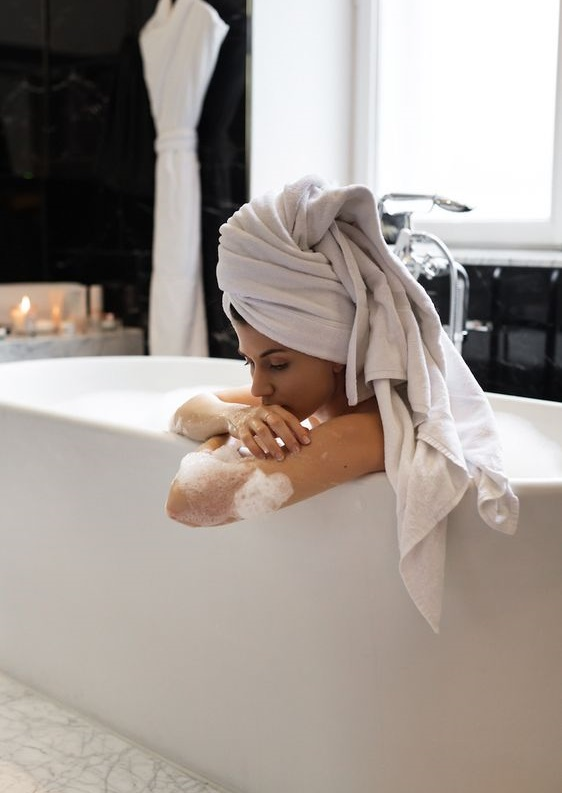 Evde saç bakımı yapanlara özel test: Hangi içeriklere sahip saç bakım ürünlerini kullanmalısın?