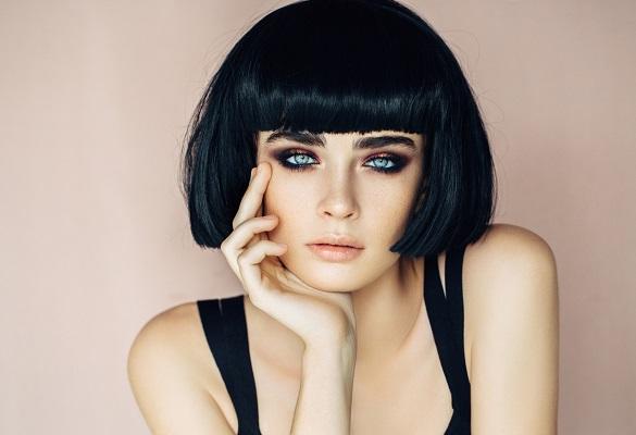 En yeni saç trendi: Lacivert saçlara hazır mısın?
