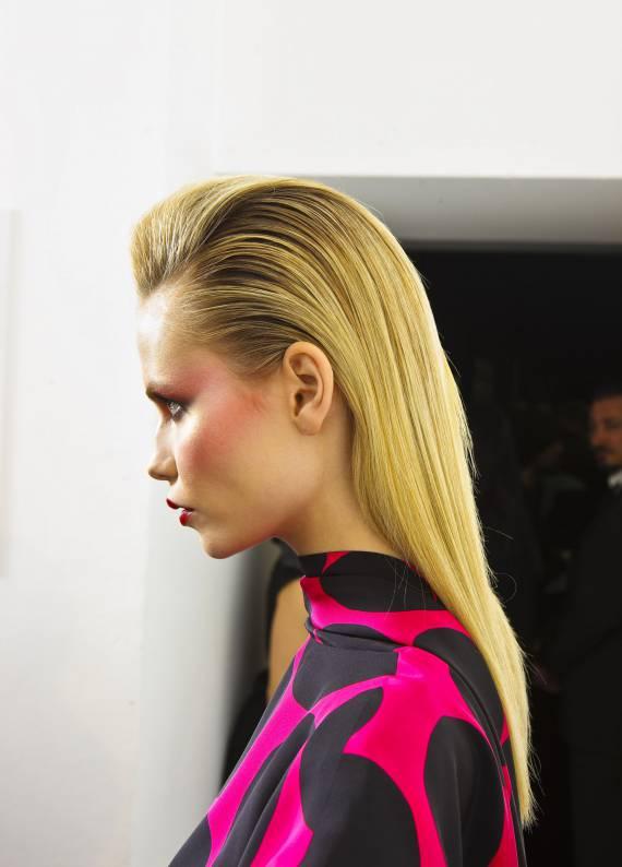 Acil çıkan davet için endişlenme: Islak görünümlü saçlar