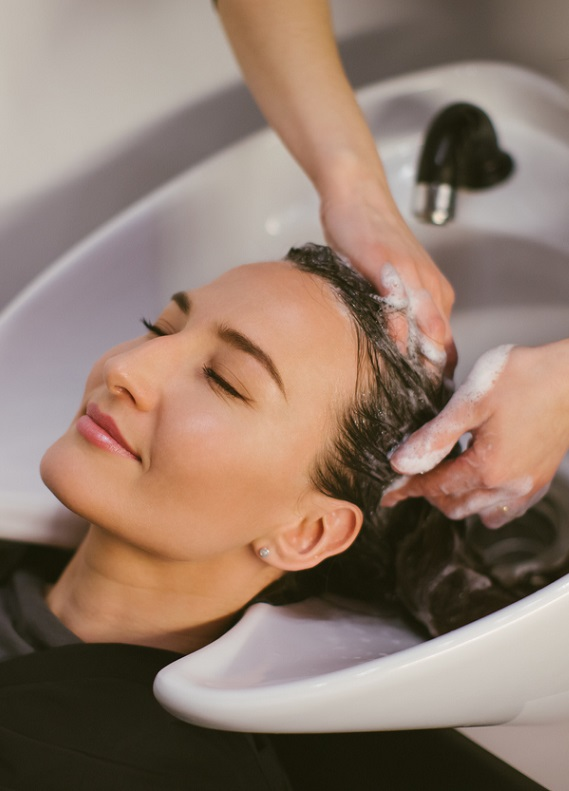 Kuaförlerin önerdiği saç bakım ürünleriyle evde saç bakımı nasıl yapılır?