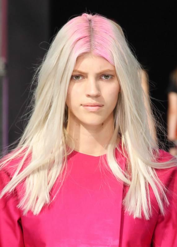 Saç diplerini renklendirmeye ne dersin?