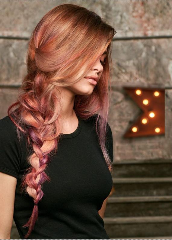 """Gökkuşağı renkleri saçlarında: Yeni trend """"eriyen saç renkleri"""""""