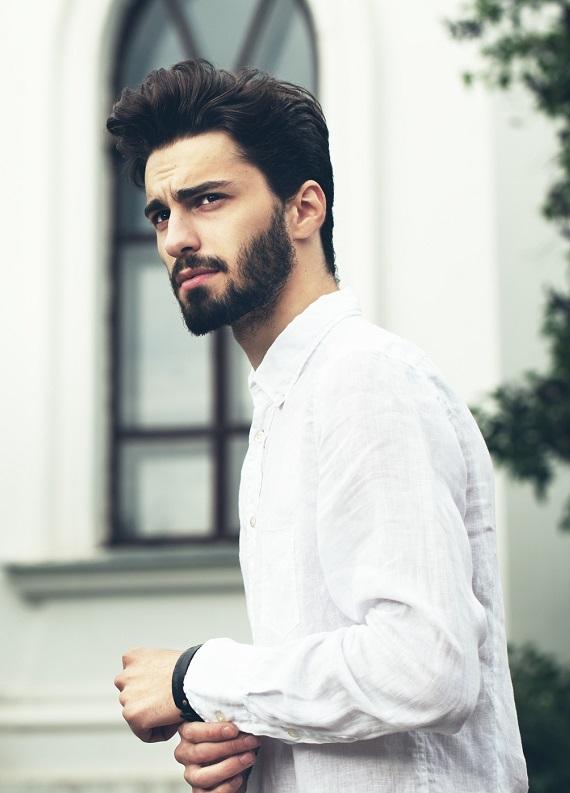 Dalgalı saçlı erkekler için kısa saç modelleri