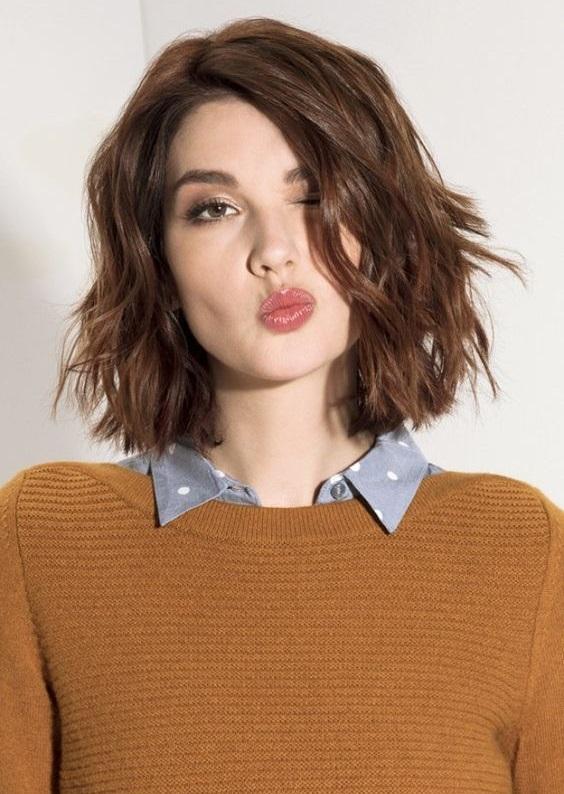 Küt saç kesiminin ne kadar havalı olduğunu kanıtlayan 26 saç modeli