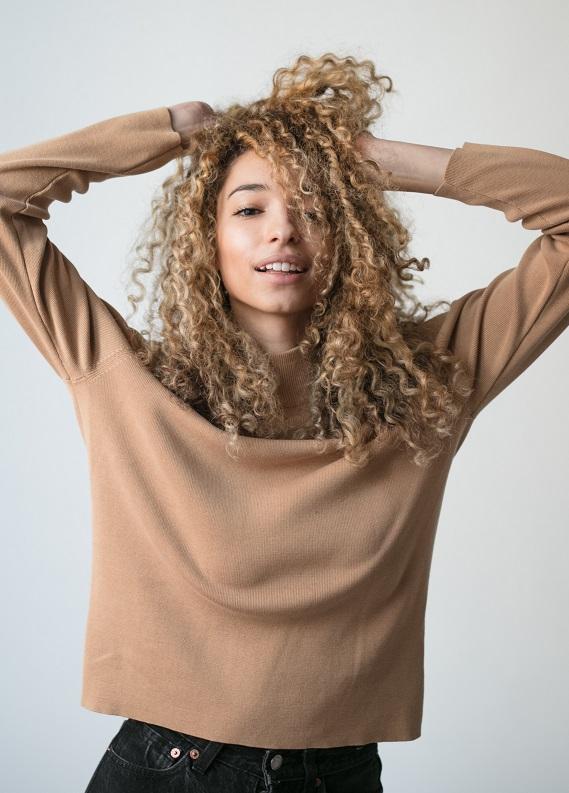 Kıvırcık Kahkül Saç Trendini Keşfediyoruz!