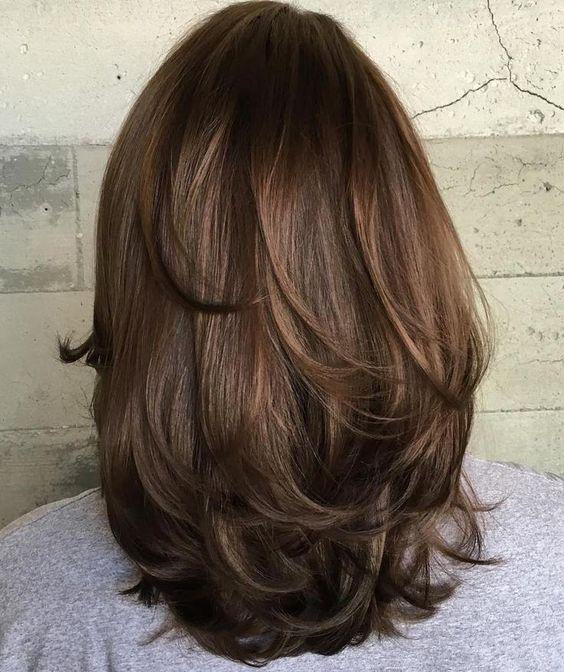 katlı orta boy saç kesimi