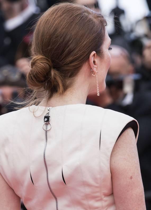 Julianne Moore'un Ensede Topuz Modeli